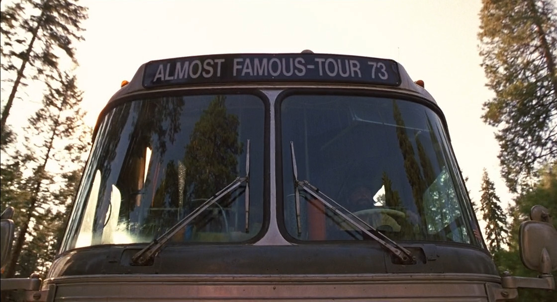 почти знаменит фильм перевод автобус